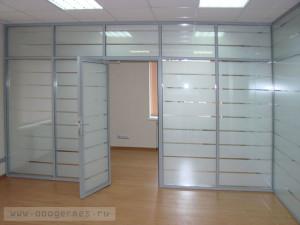 Перегородка и дверь в алюминиевом профиле