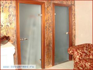 Стеклянные распашные двери