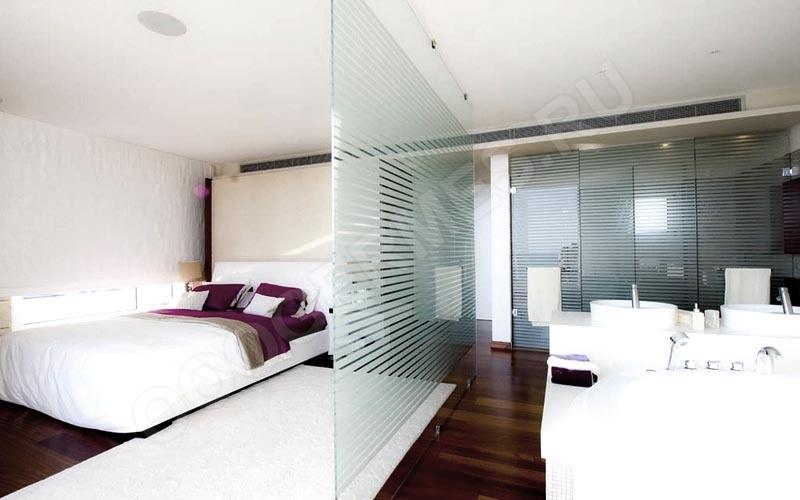 Перегородка, отделяющая спальное место в отеле