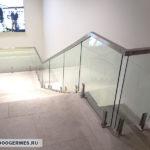Перильное ограждение из стекла на министойках