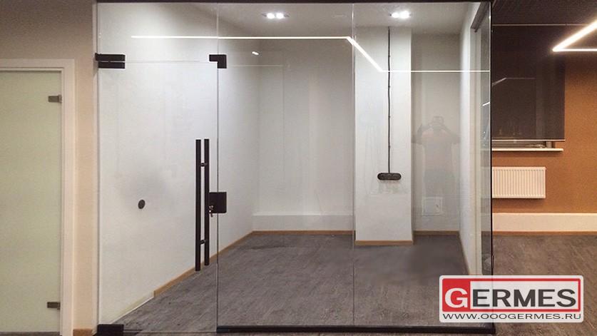 Перегородка с дверью для бизнес центра