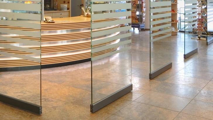 Раздвижные стеклянные перегородки