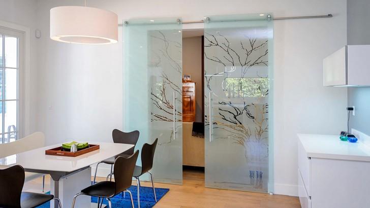 Стеклянные интерьерные конструкции для дома