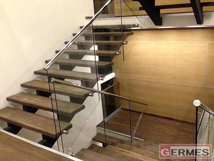 Ограждение лестницы в частном интерьере