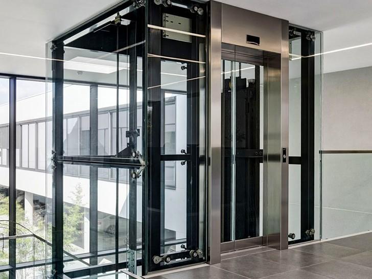 Спайдерное остекление шахты лифта