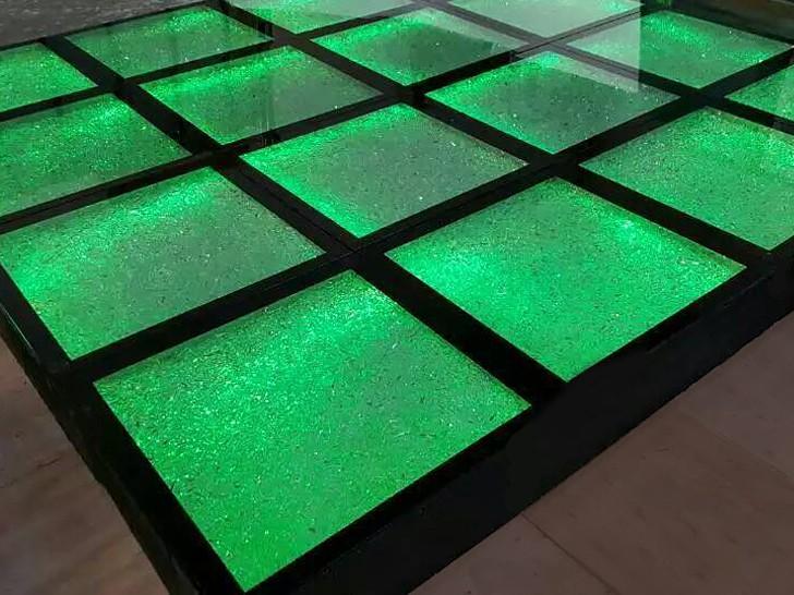 Стеклянный подиум со стеклянной крошкой