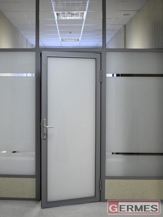 Комбинированная перегородка с дверью