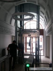 Остеклённая шахта лифта