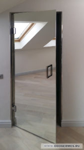 Стеклянная дверь