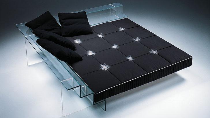 Цельностеклянная кровать с матрасом