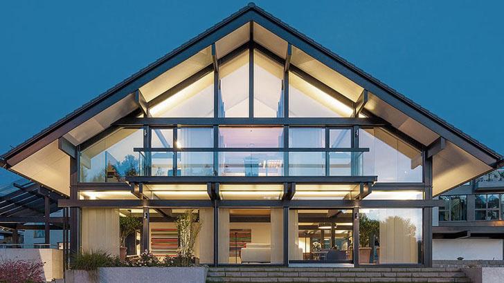 Каркасный дом с заполнением из стекла