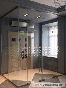 Тамбур с маятниковой дверью
