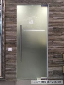 Стеклянная дверь в закрытом положении