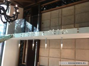 Стеклянное ограждение внутреннего балкона