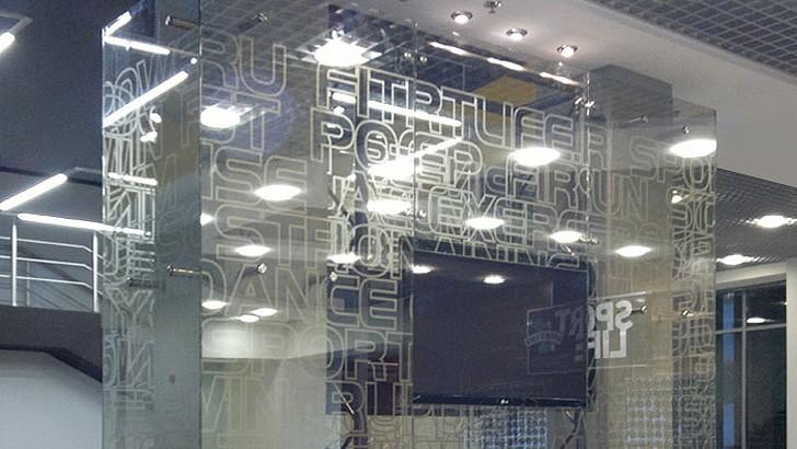Разные конструкции из стекла и металла