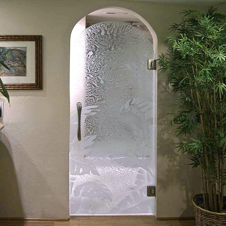 Стеклянная арочная маятниковая дверь
