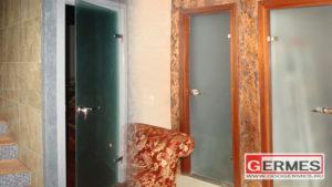 Cтеклянные распашные двери для сауны