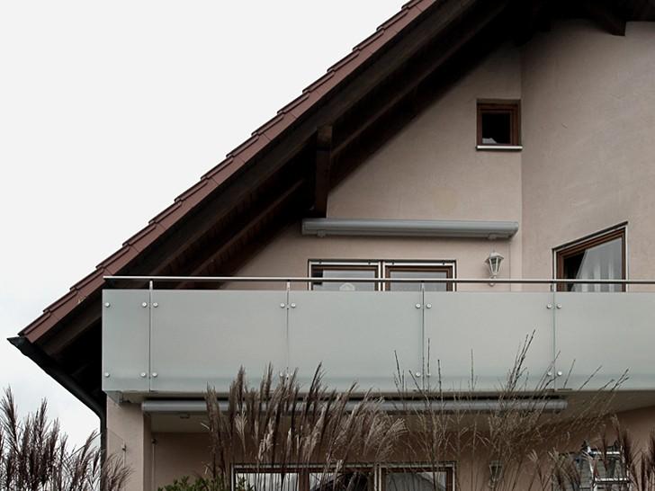 Ограждение из матового стекла на стойках
