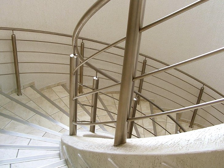 Стальное ограждение винтовой лестницы
