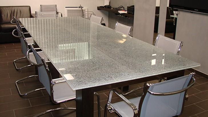 Офисный стол из триплекса