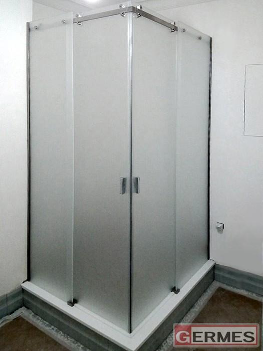 Душевая с раздвижными дверями