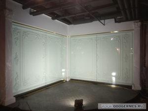 Угол со стеклянными экранами