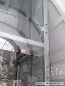 Облицовка стеклом шахты лифта