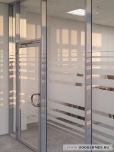 Дверь в перегородке