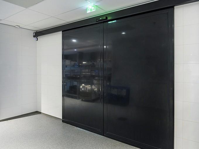 automatik-razdvizh-steklo-dver-04
