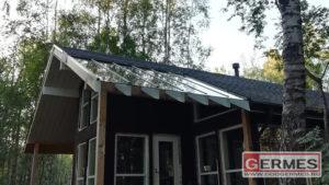 Стеклянная часть крыши загородного дома