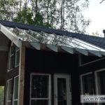 Пять стеклянных панелей на крыше террасы