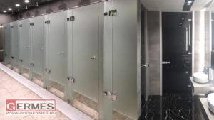 Душевой блок и туалетные двери