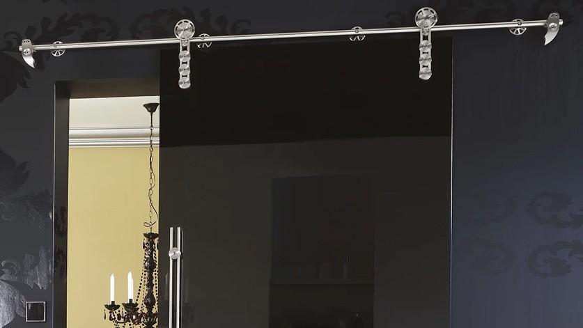 Стеклянная дверь на фурнитуре класса премиум