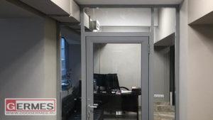 Дверной блок и перегородка для офиса