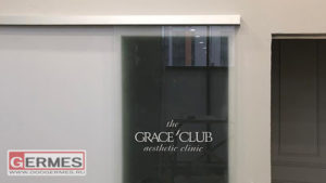 Двери с логотипом