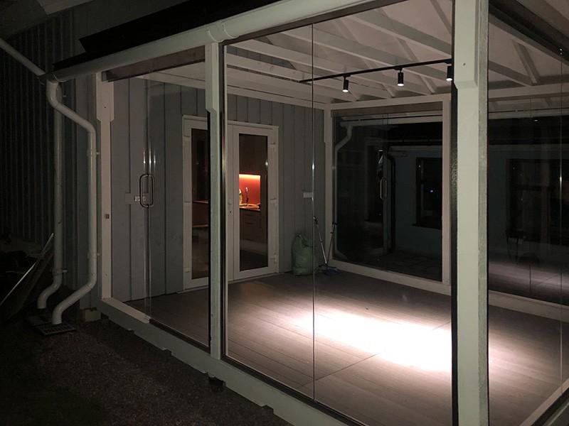 osteklenie-veranda-otkatnaya-dver-1