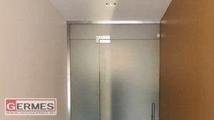 Матовая дверь с экраном и фрамугой