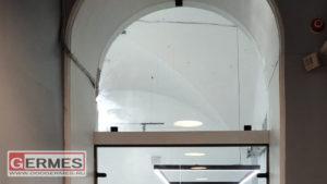 Двустворчатые двери с арочной фрамугой
