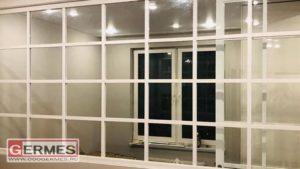 Перегородка и дверь в стиле лофт с белым алюминиевым профилем