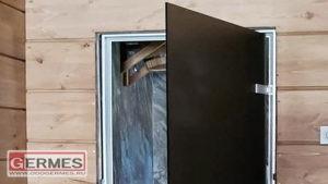 Черные двери распашные для загородного дома