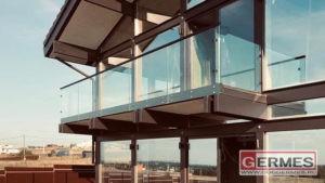 Ограждения для двух балконов загородного дома