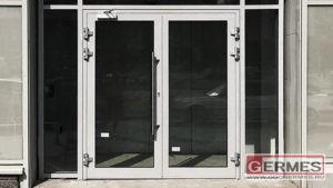 Фасадная алюминиевая конструкция со стеклопакетами