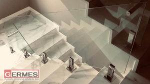 Ограждение цельностеклянное для лестницы в загородном доме